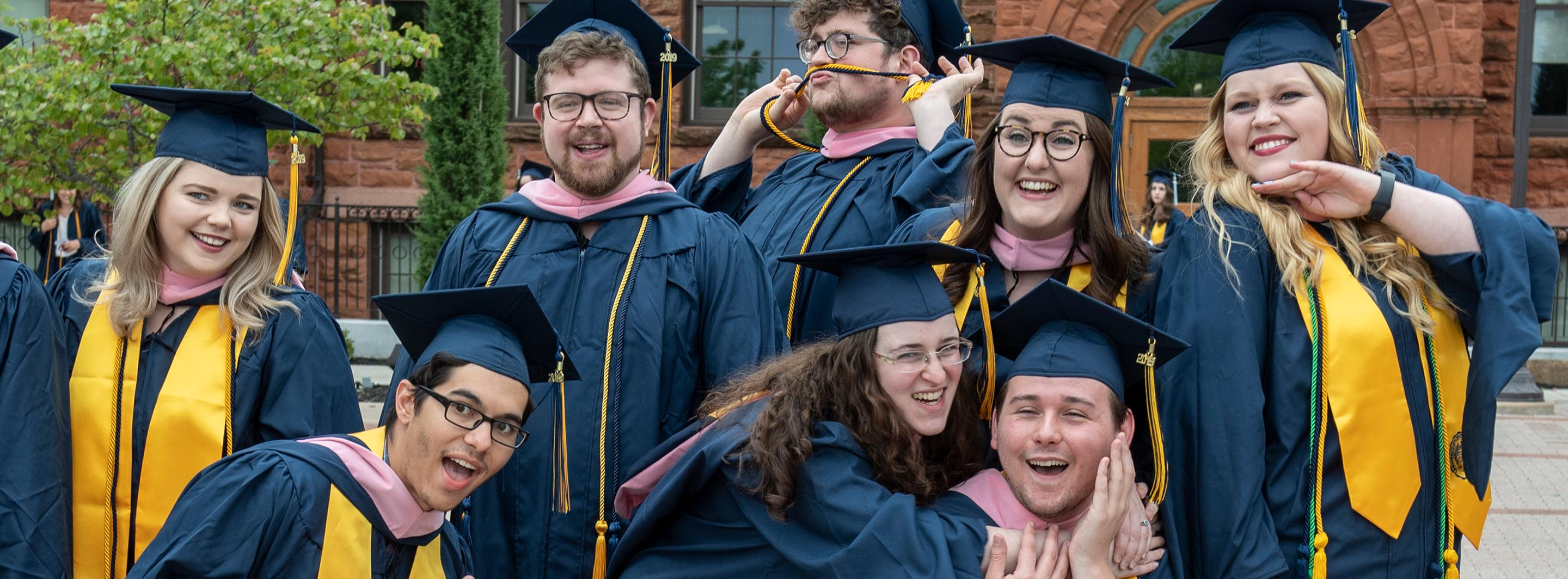 Graduates outside Old North (2019)